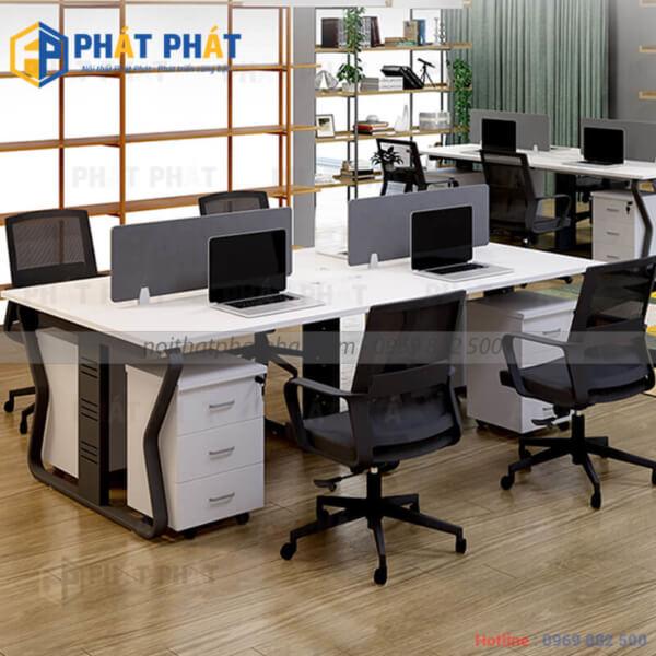 Bàn văn phòng có vách ngăn cải tạo không gian làm việc thêm mới mẻ